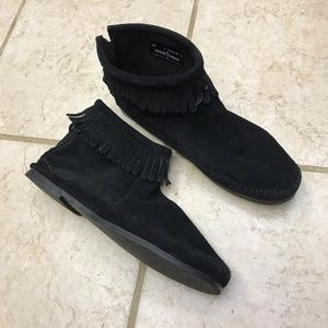 Minnetonka black suede ankle moccasins with sole